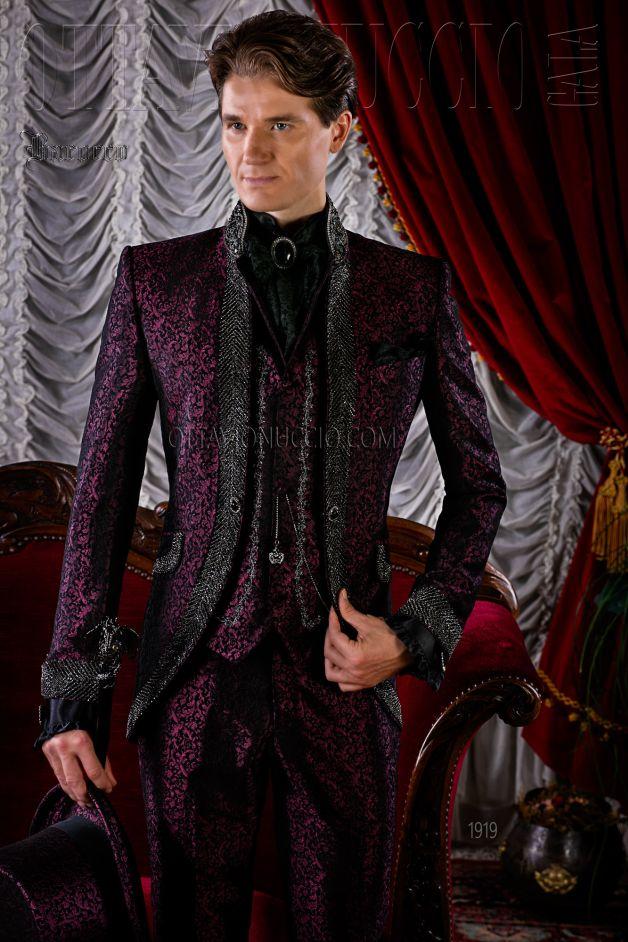 Gothic Hochzeitsanzug burgund aus Brokat mit Kristall
